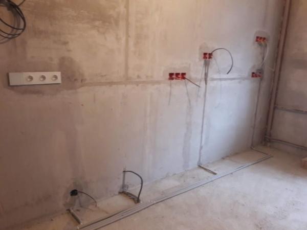 Стоимость замены проводки в двухкомнатной квартире